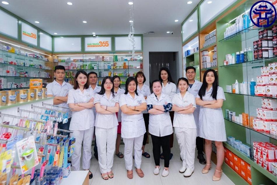Đội ngũ nhân viên nhà thuốc 365 gồm các dược sĩ có trình độ chuyên môn cao