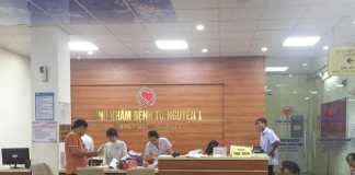 Bàn lễ tân bệnh viện Tim Mạch Hà Nội