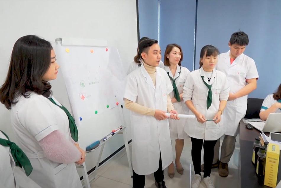 Chuyên gia y tế nâng cao kiến thức chuyên môn cho đội ngũ nhân viên
