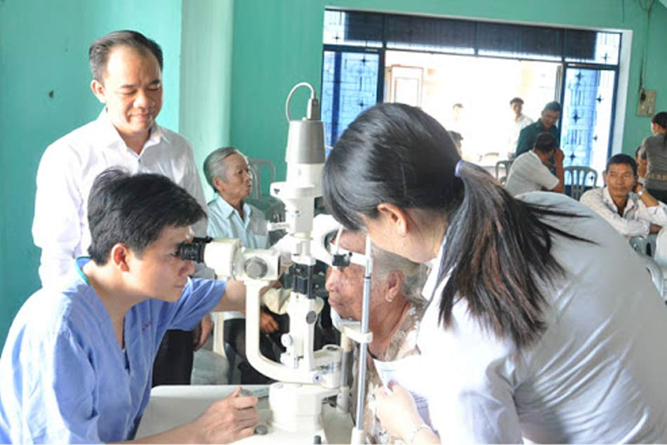 Bệnh viện Mắt Trung ương chuyển giao công nghệ ở bệnh viện tình Quảng Bình