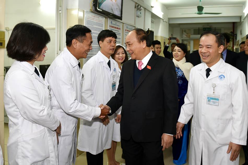 Thủ tướng Nguyễn Xuân Phúc thăm và làm việc với bệnh viện Mắt Trung ương