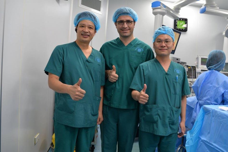 Bác sĩ Thổ Nhĩ Kỳ tham gia khóa học nội soi ở bệnh viện Nội Tiết Trung ương