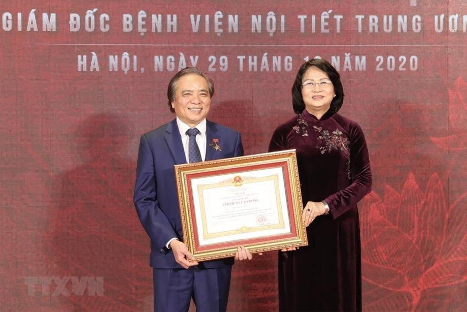 Giám Đốc bệnh viện Nội tiết Trung ương được trao tặng danh hiệu cao quý