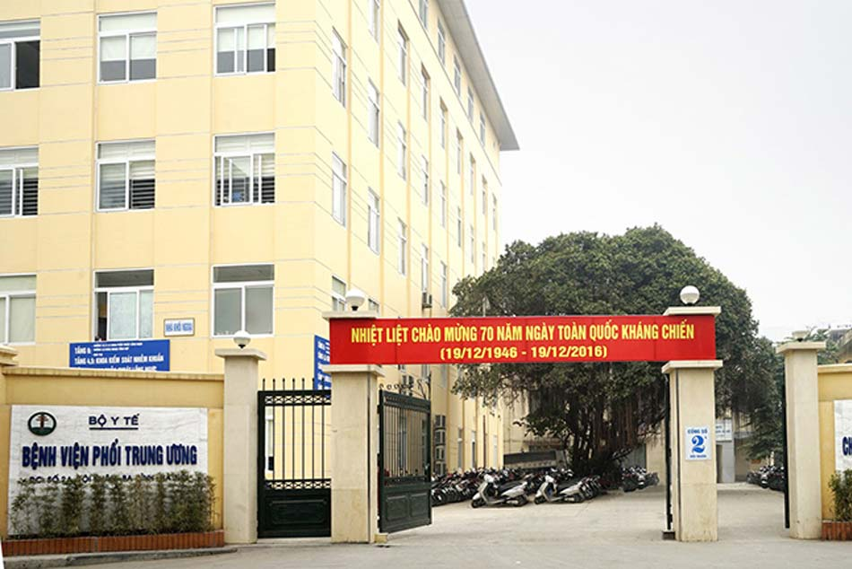 Cổng bệnh viện phổi Trung ương