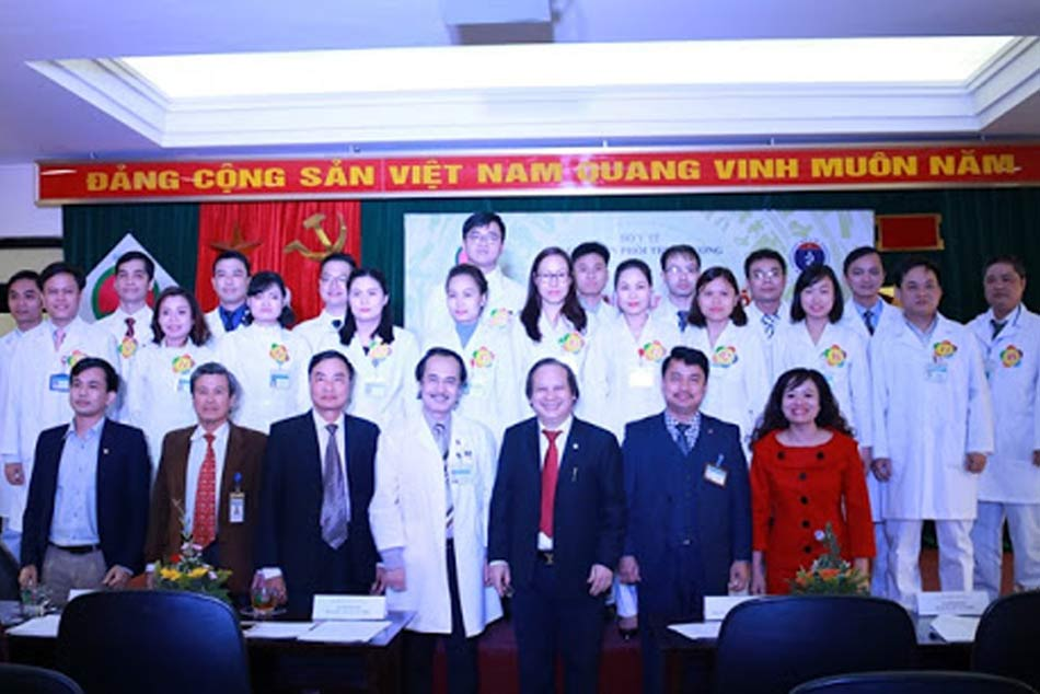 Các bác sĩ bệnh viện Phổi Trung ương