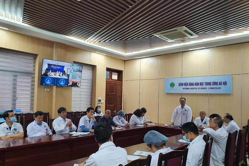 Bác sĩ bệnh viện Răng Hàm Mặt Trung ương tham gia hội chẩn bệnh từ xa