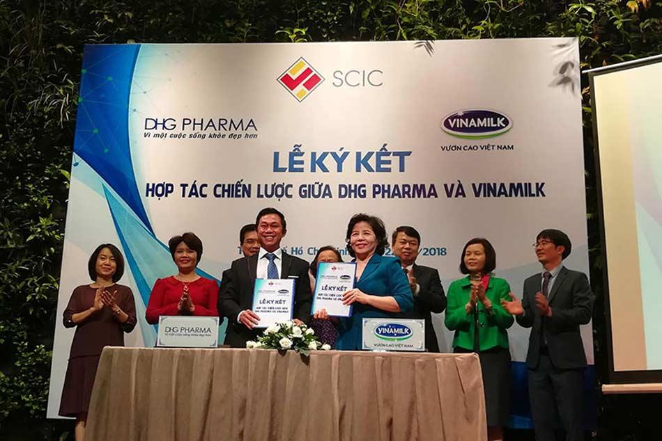 Lễ ký kết hợp tác giữa Vinamil và DHG Pharma